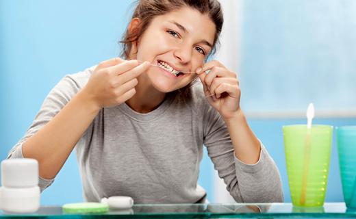 dca-blog_flossing-daily-for-better-dental-health